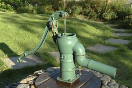 Сколько метров бурить скважину